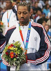 Iverson z medalem