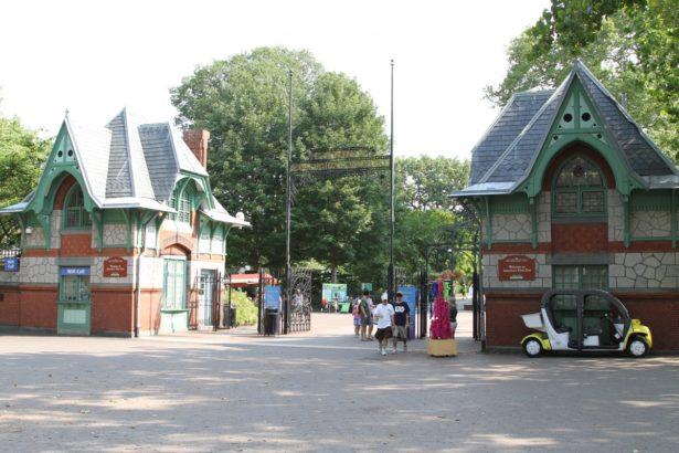 Philadelphia_Zoo_entrance
